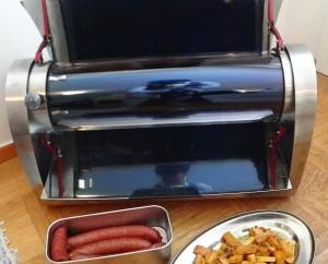 Den kraftfulla GoSun Grill håller kvar värmen i flera timmar. Tillräckligt för att maten ska kunna bli klar trots att solen går ner.