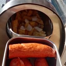 Kålrot och isterband tillagas i GoSun Grill
