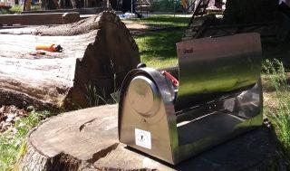 Stort vakuumrörssolkök. All värme stannar i röret. Antändningstemperatur uppnås inte. Ingen låga i eller utanför röret.